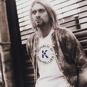 One more! Et pas des moindres! Kurt, l'icône rock absolue, rejoint notre republik! On se souviendra des concerts de Reading, Chicago, ou sur le plateau de MTV autant que de sa collab avec Republik Of montpellier!!  «Come as you are», faites comme lui, on vous accueille les bras ouverts! #republikof #teeshirt #sweatshirt #mode #montpellier #rock #grunge #ecoresponsable♻️ #mtvunplugged #reading #rockstar